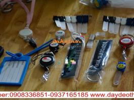 Móc kẹp nhựa móc khóa nhựa gia công theo yêu cầu phụ liệu may mặc