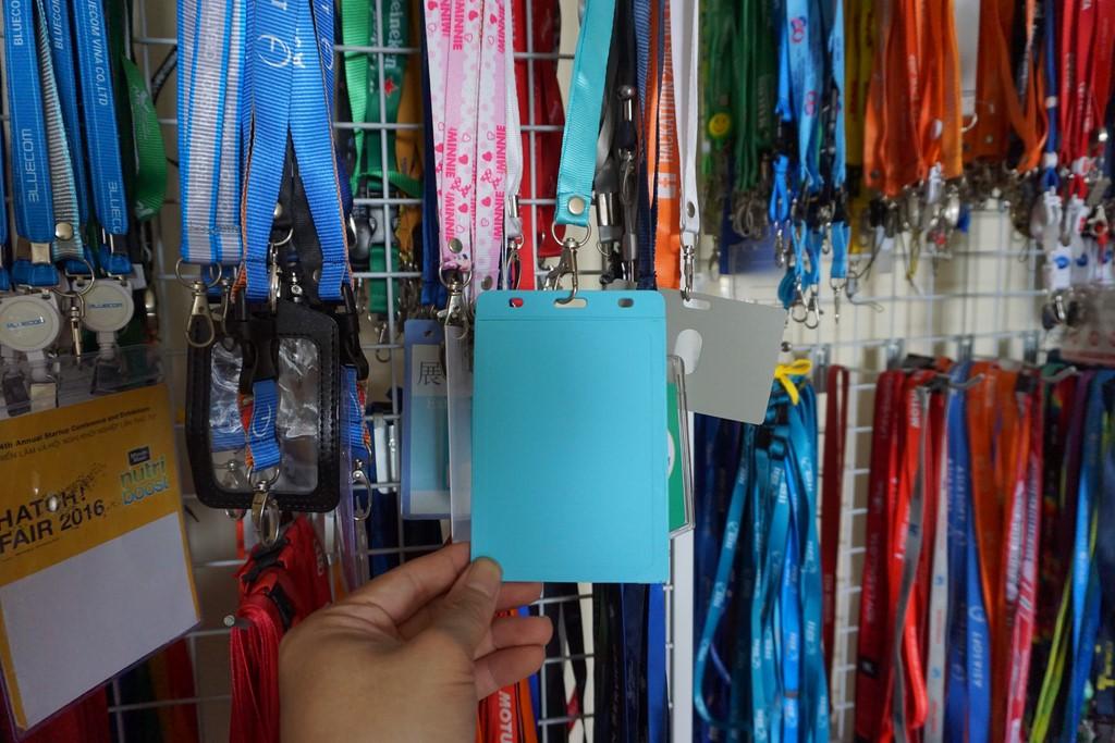 Bao đeo thẻ 6 màu dọc hay ngang