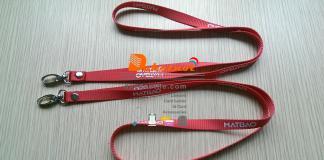 dây đeo thẻ in nhiệt chìm nổi màu đỏ