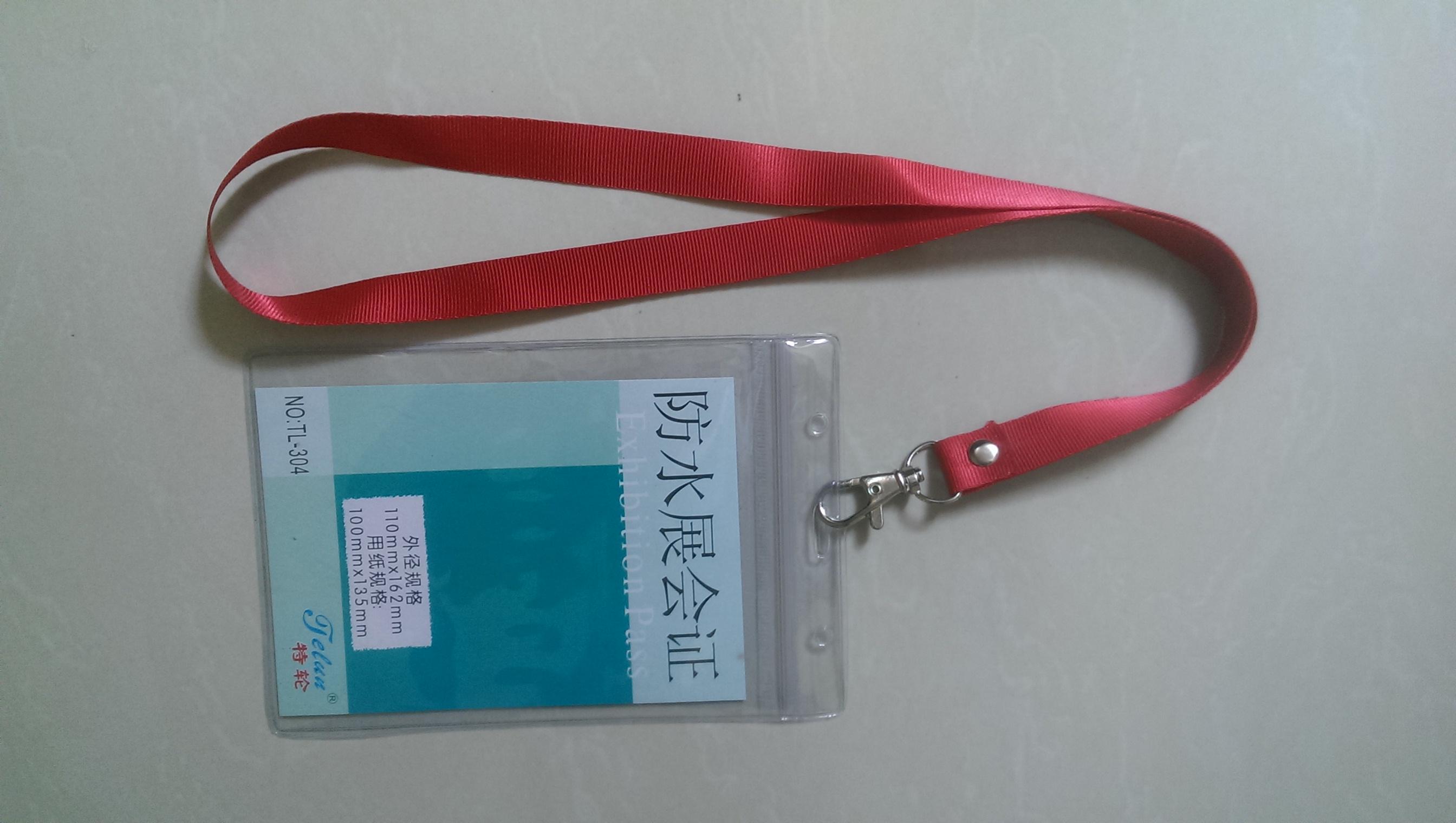 bao đeo màu xanh lá non, bao đeo thẻ màu tím, bao chứa thẻ màu đỏ