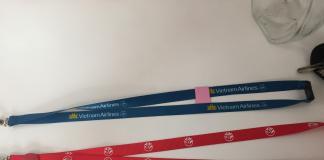 dây đeo thẻ màu xám in lụa màu đỏ 1.5cm www.daketnoi.top