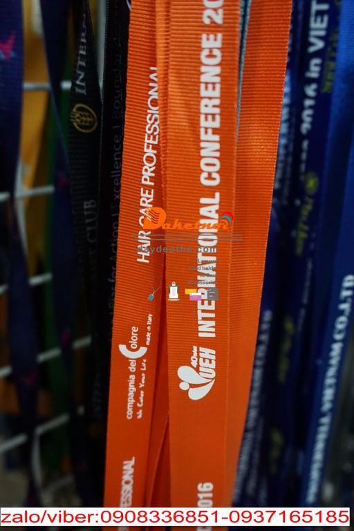 dây đeo thẻ sinh viên UEH màu cam in lụa màu trắng hội nghị ĐH KINH TẾ