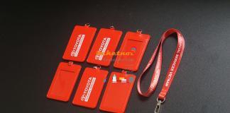 bao đeo thẻ da pu màu đỏ in logo công ty toyota