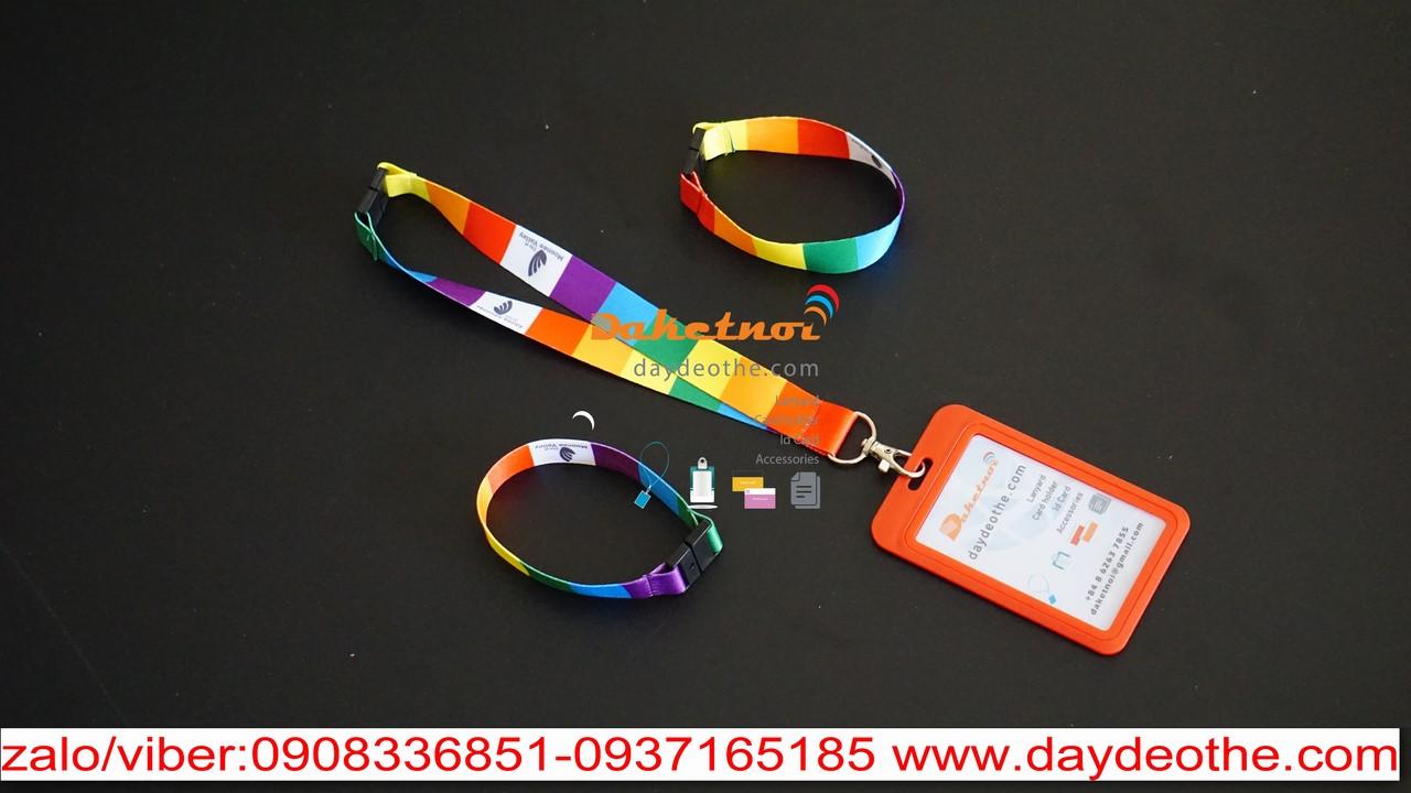sản xuất dây đeo thẻ biến hình