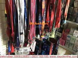 Sản xuất dây đeo thẻ theo nhu cầu - chất liệu poly -nylon- satanh -lụa ... Dây đeo thẻ nhân viên ,sinh viên cá tính , cao cấp . Thiết kế phù hợp với từng nhu cầu khác biệt. Chất liệu : lụa , nylon , poly cao cấp. Kiểu in : in nhiệt cao su nổi , in truyền nhiệt ( in chìm ). Móc khóa : khóa an toàn , khóa tháo lắp , khóa kim loại màu...