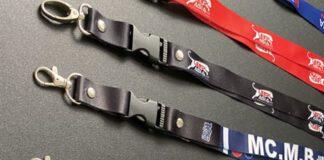 dây đeo thẻ có khóa tháo lắp satanh in chuyển nhiệt đa sắc màu. Kích thước tiêu chuẩn : 1.5cm hay 2cm với chiều dài 86 cm hay 90 cm